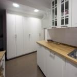 cocina con encimera madera